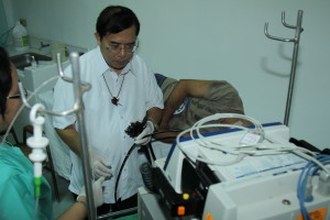 Dr. Fernando Ona preparing for endoscopy.